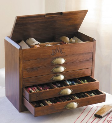 DMC Wooden Collectors Box With thread - 7600